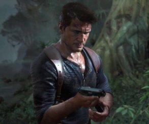 Натан Дрейк прячется от бандитов в траве в трейлере Uncharted 4