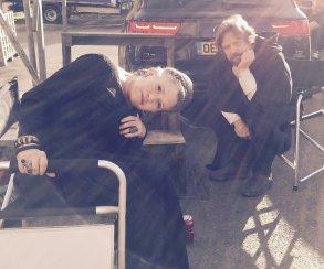 Новое фото Эпизода VIII показало Кэрри Фишер и Марка Хэмилла в образе