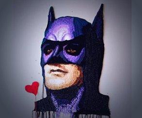 Как связаны Бэтмен и«Роллтон»? Крючком. Иэто выглядит круто