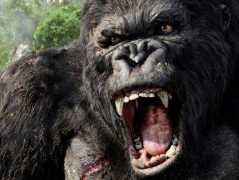 Новые ролики «Острова черепа» показали Конга под обстрелом