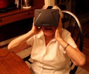 90-летняя бабушка протестировала шлем виртуальной реальности