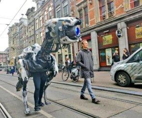 Создатели Horizon: Zero Dawn выгуливают Рыскаря поулицам Амстердама