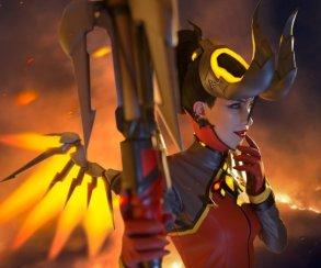 Дьяволица Ангел вогненном косплее поOverwatch