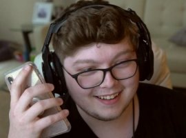 Про-игрок в Fortnite оплатил студенческие кредиты мамы, сделав это на своей трансляции