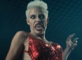Вновом клипе группы «Ленинград— Золото» девушка-монстр убивает всех задрагоценности