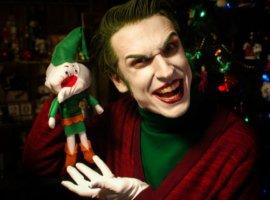 Новогодний косплей дня: персонажи DCоткрывают подарки. Кого выберетевы?