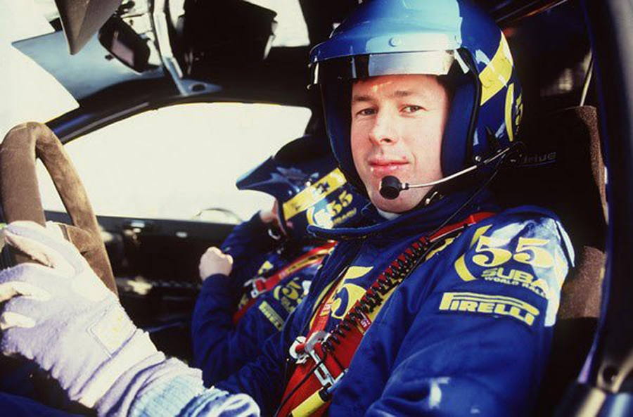 Жизнь Колина Макрея, имя которого увековечено вкультовой серии Colin McRae Rally, была подчинена одной цели— наневероятной скорости стремиться вперед. Здесь я расскажу, как раллист, добившийся засвою карьеру довольно скромных результатов, стал настоящей звездой.
