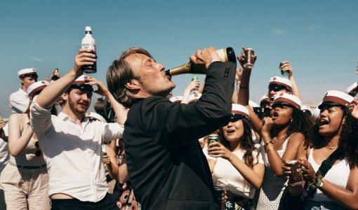 Критики хвалят фильм «Еще поодной»— комедию сМадсом Миккельсеном