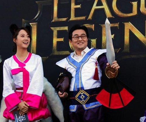 Южнокорейский депутат опять нарядился в героя League of Legends